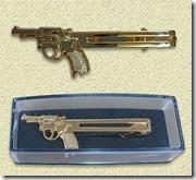 拳銃タイピン金-左